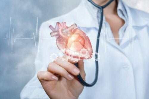 stetoskobunda kalp tutan doktor