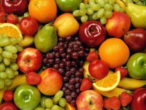 Farklı meyveler.