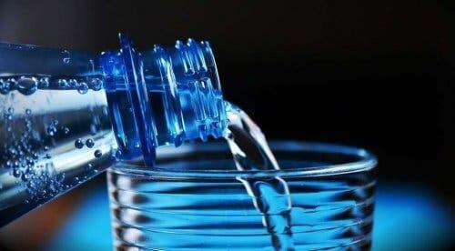 Sıcak hava dalgası sırasında bol su içtiğinizden emin olun.