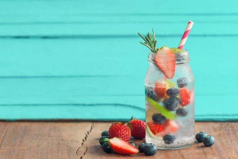 Yaz Ayları İçin Soğuk Meyveli İçecek Tarifleri
