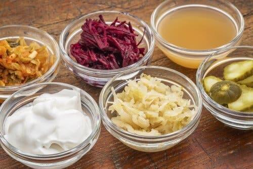 kaselerde çeşitli fermente gıdalar