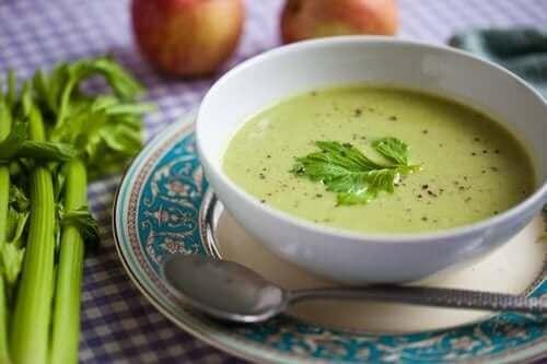Kabak ve sarımsak çorbası