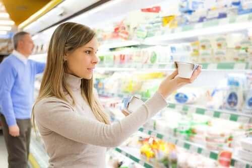 süpermarkette kadın
