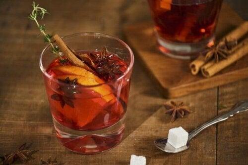 Portakal ve Tarçınlı Buzlu Çay