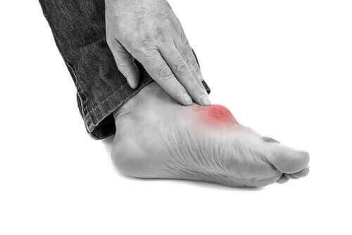 şiş ayak gut hastalığı