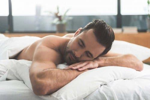 uyuyan adam gün boyunca