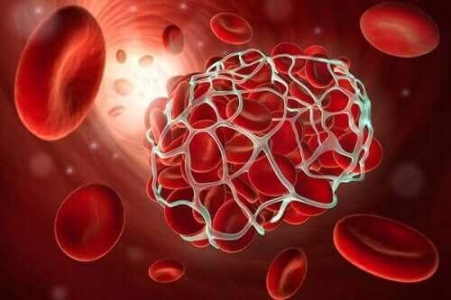 kırmızı kan pıhtısı görseli ve düşük doz aspirin