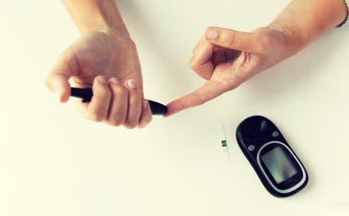 Bir kan şekeri ölçme cihazı.