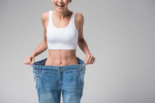 Hızlı kilo vermek dolayısıyla kas kaybı yaşamış bir kadın.