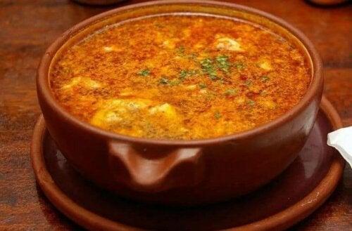 Kastilya sarımsak çorbası zadece sarımsaktan yapılmaz.