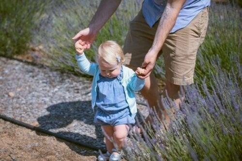 Çocuğunuzun Yürümeyi Öğrenmesine Yardımcı Olacak 10 Egzersiz