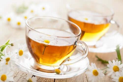 Bir bardak papatya çayı.