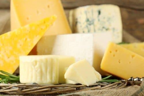 Çeşitli peynirler.