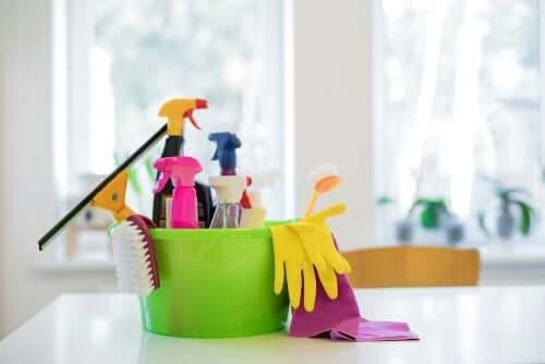 Kimyasal temizlik maddeleri toksik bileşenler nedeniyle sağlığınızı olumsuz etkiler.