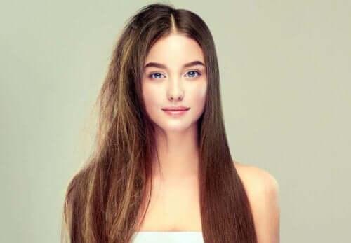 Sağlıklı ve İpeksi Saçlar Elde Etmek İçin Altı Sır