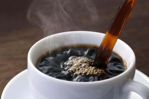 fincana dökülen kahve