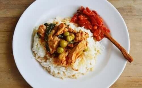 Hindistan Cevizi Sütünde Marine Edilmiş Tavuk Pilav