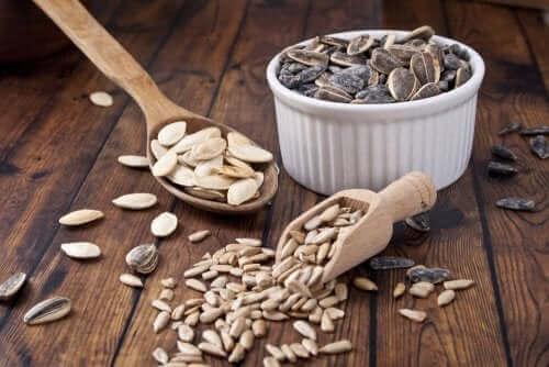 Düşük karbonhidratlı ekmek yaparken kullanılabilecek malzemeler.