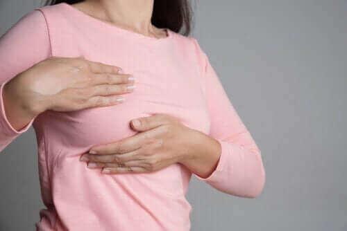 Göğüs Ağrısı ve Adet Döngüsü: Aralarındaki İlişki Nedir?