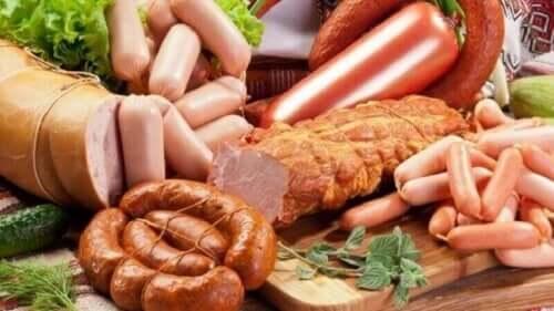 Çeşitli işlenmiş et ürünleri.