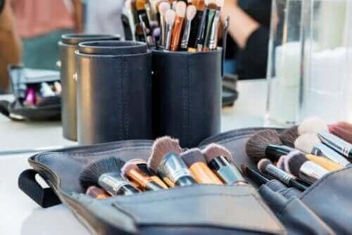Makyaj Çantanızı Temiz Tutmak İçin İpuçları