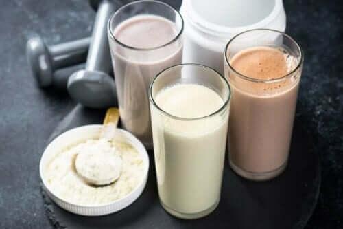 Protein içecekleri ve protein tozu.