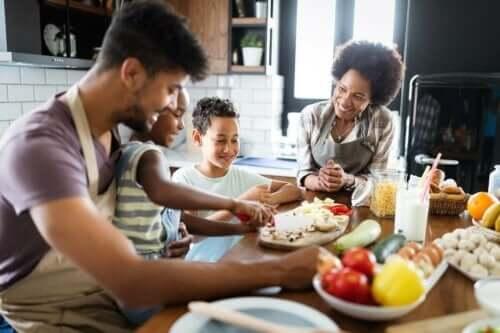 aile yemek hazırlama çocukların iyi beslenmesi