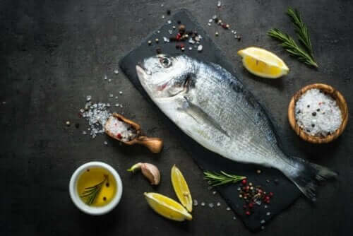 Pişirilmeye hazırlanan balık