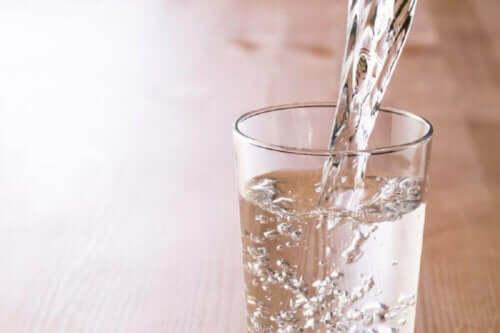 bir bardak su