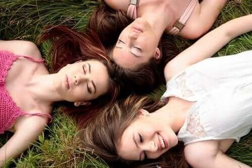 Kadınların Adet Dönemi: Senkronize Olduğu Doğru Mu?