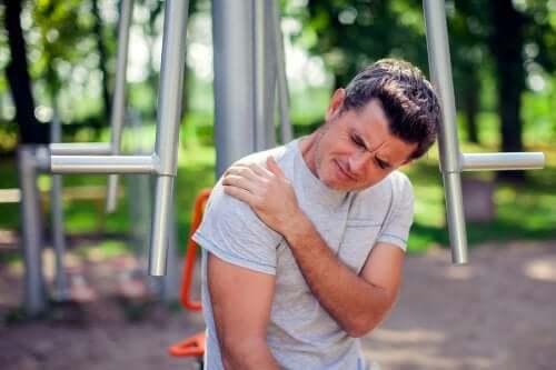 Donuk Omuz Riskleri ve Tedavi Yöntemleri