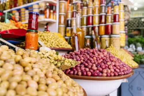 pazar tezgah zeytinler