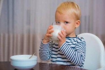 İlk Yıldan Sonra Bebekler İçin En Doğru Süt