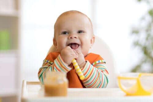 Bebeğinizi Sütten Kesmek: Yiyecek Vermeye Nasıl Başlanır?