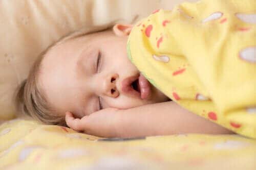 Bebeklerde Uyku Apnesi: Semptomları ve Tedavisi