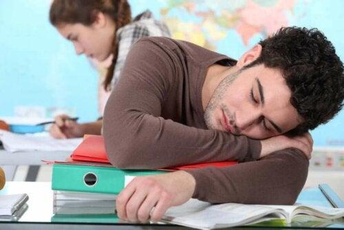 uyuyan öğrenci