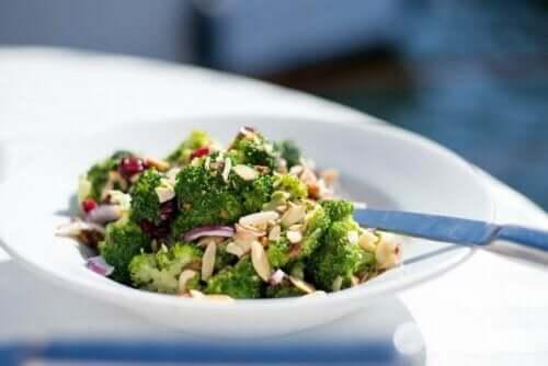 Brokoli salatası.