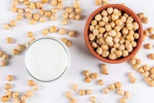fındık sütünün faydaları: çiğ fındık içi