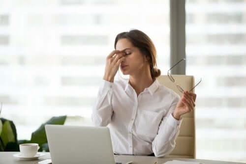 Dijital Göz Yorgunluğu: Ekranlar Bizi Nasıl Etkiliyor?