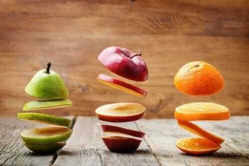 Beslenme programınızın içine şekeri dahil etmek için sağlıklı bir yol meyvelerdeki fruktozdur.