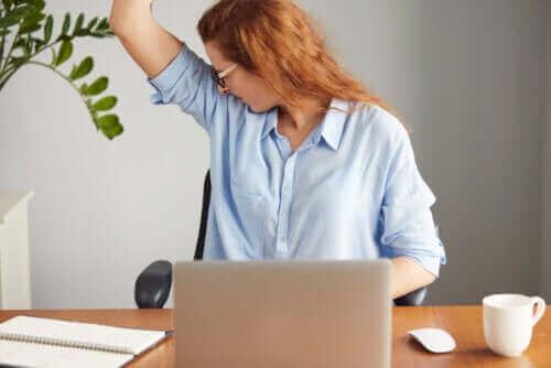 Güçlü Vücut Kokusu: Nedenleri Nelerdir?