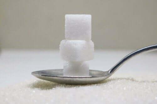 kaşık küp şeker