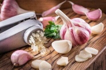 Sarımsak ile Kolesterol Nasıl Azaltılır: 3 Ev Tedavisi