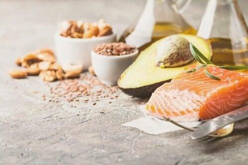 somon ve çeşitli tahıllar ve düşük karbonhidrat diyeti