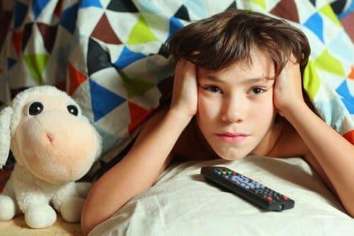 televizyon izleyen çocuk dikkat eksikliği