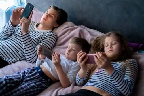 Çocukların Ekran Karşısında Fazla Zaman Geçirmesi