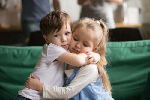 Çocuğunuza Özür Dilemeyi Öğretmek