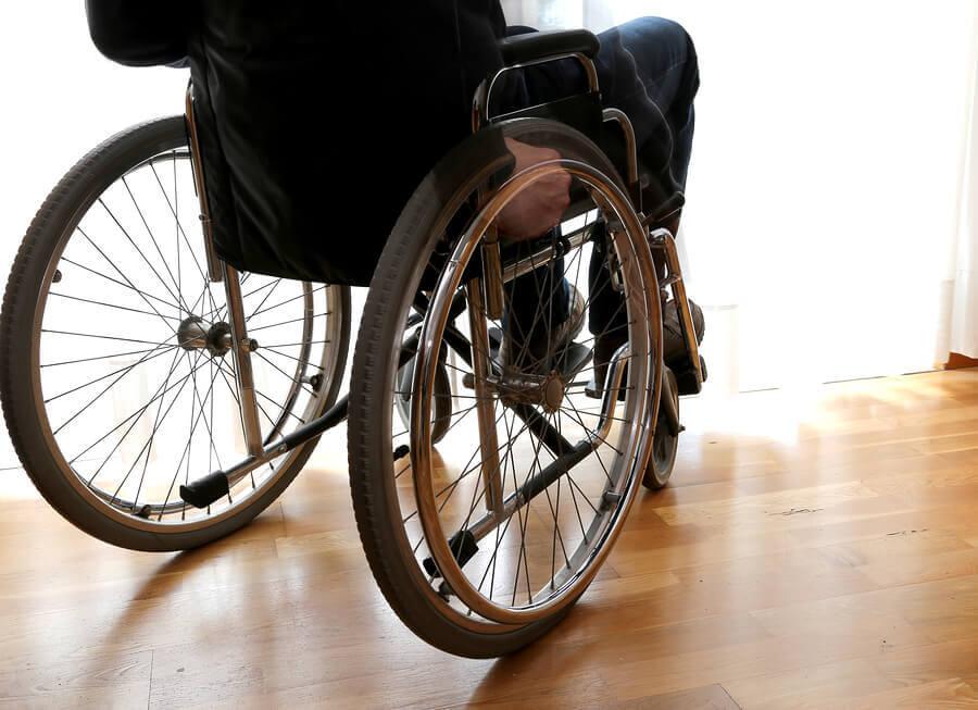 tekerlekli sandalye ve skleroz