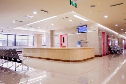 boş hastane bekleme bölümü