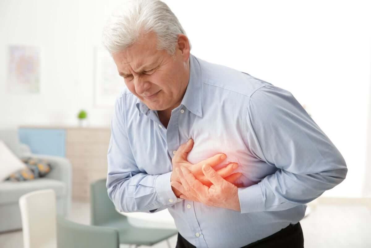 göğüs ağrısı